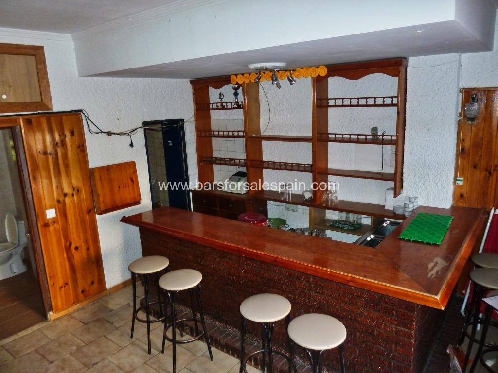 Drinks bar for sale in Benalmadena, Costa del Sol with payment options