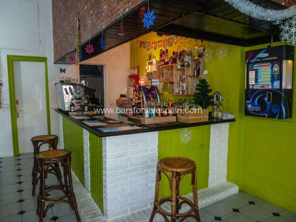Cosy cafe bar for sale in Benalmadena Costa in a perfect position
