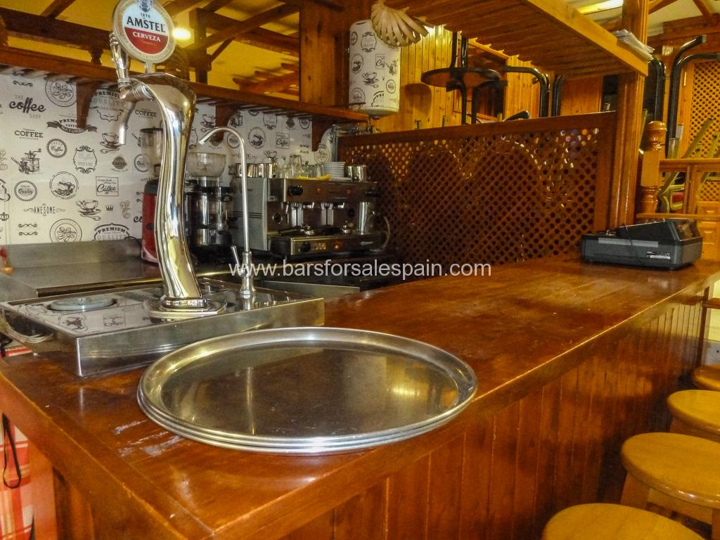 Cafe bar/ Tea room in the heart of Fuengirola near a major retail store for rent