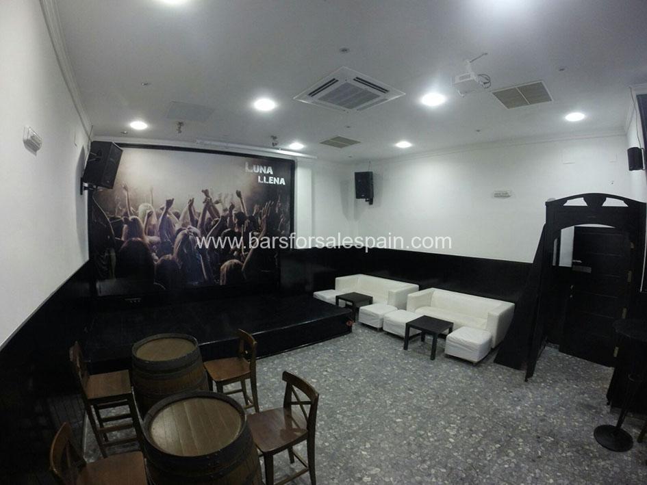 Fantastic Music Bar and Apartment On Malaga Seafront