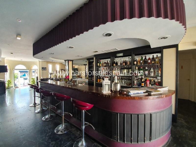 Fantastic drinks bar and restaurant in fantastic position in Fuengirola, Costa del Sol, Spain